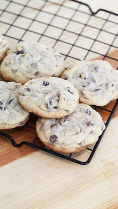 BEST Chocolate Chip Cookies These chocolate chip cookies are crisp on the edges, chewy in the center and impossible to eat just one.These chocolate chip cookies are crisp on the edges, chewy in the center and impossible to eat just one. Chip Cookie Recipe, Cookie Recipes, Dessert Recipes, Best Chocolate Chip Cookie, Homemade Chocolate, Chewy Chocolate Chip Cookies, Gluten Free Chocolate, Chocolate Cake, Delicious Desserts