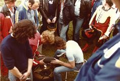 The great Barry Sheene himself re-cutting a slick tyre right in the middle of the paddock and surrounded by the public! A different era, and a different way of life.. Michelin's arrival in motorcycle grand prix racing swiftly triggered a 'tyre war', with its main rival palpably unhappy at seeing its supremacy threatened. It was within this context of ever -increasing performance that Michelin developed the concept of the 'slick' tyre for 500cc bikes.