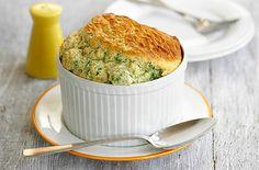 Σουφλέ με μπρόκολο και μπλε τυρί. Μια υπέροχη γευστική πρόταση για να το σερβίρετε ως ορεκτικό στο επίσημο γιορτινό τραπέζι σας και όχι μόνο. Αν αγαπάτε το