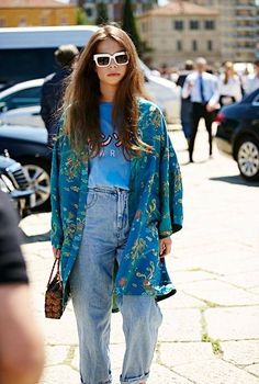 Street Style: A Hippie Chic Take On Vintage-Style Denim (Le Fashion) Street Style: A hippie chic to take in vintage style jeans Street Style Chic, Milan Fashion Week Street Style, Looks Street Style, Milan Fashion Weeks, Looks Style, Moda Chic, Moda Boho, Hippie Chic, Hippie Style