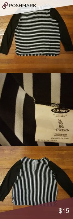 🔴4/$40 Old Navy striped blouse Slightly sheer striped blouse with zipper in back Bust 23.5 inches length 26 inches Old Navy Tops Blouses