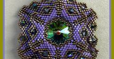 ...... von Ildes      ...ist doch ziemlich groß dieses Teilchen ;-)) an Material sind es 15 er Rocailles - Delicas - 4 mm Swaro Bicone Fb. V...