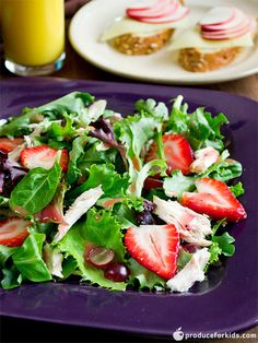 Easy Summer Salad -A fresh take on salad; top your favorite greens with fruit and chicken for an easy lunch idea. Stuff salad into a pita or wrap for a portable snack. Side Salad Recipes, Healthy Salad Recipes, Lunch Recipes, Delicious Recipes, Free Recipes, Yummy Food, Easy Summer Salads, Easy Salads, Healthy Summer