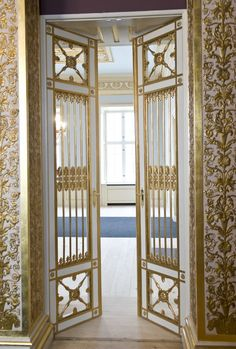 A fairy tale entrance to the royal couple's drawing room.