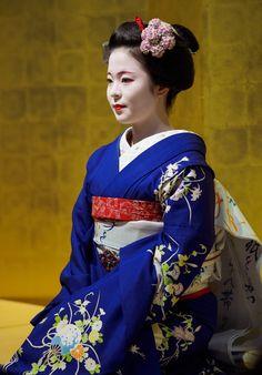 maiko 舞妓 Katsuhina 桂つ雛 Gion Kobu 祇園甲部 KYOTO JAPAN