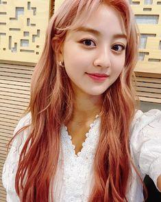 Nayeon, South Korean Girls, Korean Girl Groups, Leader Twice, Mini Workouts, Jihyo Twice, Rosie The Riveter, Gibson Girl, She Girl