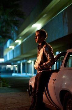Ryan Gosling as The Driver of 'Drive', a film by Nicolas Winding Refn. Cinematic Photography, Night Photography, Movie Shots, I Movie, Neon City, Series Quotes, Drive 2011, Neon Noir, Non Plus Ultra
