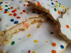 Frosted Confetti Cake Pop-Tarts. 190cal, 3.5g F, 36g C, 2g P. #IIFYM