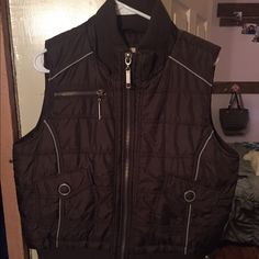 Mossimo Puff Zippered Vest with detachable hood XXL brown puff zippered vest. Detachable hood with fur Mossimo Supply Co Jackets & Coats Vests