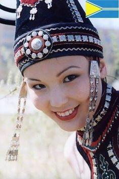 Tuva Türkleri / Tuva Turks -The Tuvans are a Turkic ethnic group living in southern Siberia.  The Tuvan language belongs to the Northern or Siberian branch of the Turkic language family. -Tuvaların kullandıkları tek dil Tuva Türkçesidir.Tuvaların Kırgız boyundan bazıları da Tuvaların Uygur boyundan olduğu bilinmektedir. Tuvaların büyük bir hayali vardır, tam bağımsız Tuva. Gaspedilen yemyeşil Tuva toprakları, Rusya'da çöle döndürülmektedir. Geçmişte Ruslar ve Çinliler Tuvalara karşı büyük…
