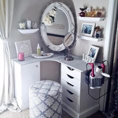 need one of those things for my hair dryer/ straightener. Super Easy Cute and Cheap DIY Makeup Organization Ideas and Hacks For Bathroom And Storage As Well As Vanity and Your Room Or Drawer. Some Of (Diy Vanity Cheap) My New Room, My Room, Girl Room, Sweet Home, Diy Casa, Vanity Room, Vanity Decor, Teen Vanity, Bedroom Makeup Vanity