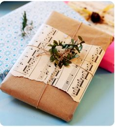 Super Ideas For Craft Paper Wrapping Christmas Sheet Music Christmas Gift Wrapping, Christmas Presents, Holiday Gifts, Christmas Gifts, Christmas Paper, Handmade Christmas, Present Wrapping, Creative Gift Wrapping, Creative Gifts