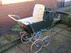 Ouderwetse Koelstra kinderwagen