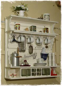 Ansolece  bietet hier ein sehr großes, schweres Tassenregal, Küchenregal aus Holz mit Schüttenteil im Shabby Style zum Kauf an. Das Regal wurde mit viel Liebe gebaut, grundiert, cremeweiß...
