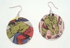 Comic Book Earrings If you're a huge fan of comics, why shouldn't you make them part of your wardrobe? Of course yo Hero Crafts, Crafts To Sell, Kids Crafts, Comic Book Crafts, Comic Books, Book Jewelry, Jewelry Crafts, Paper Jewelry, Jewelry Making