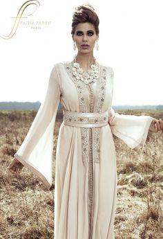 A Moroccan takchita by - Fatna Farkh Morrocan Dress, Moroccan Caftan, Oriental Dress, Oriental Fashion, Arab Fashion, Muslim Fashion, Kaftan Dubai, Caftan Gallery, Abaya Mode