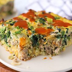 Easy and delicious Breakfast Casserole is the BEST way to start your day! Makes enough to feed a crowd and is filled with healthy and filling ingredients like spinach, sausage, eggs, and potat Healthy Breakfast Potatoes, Gluten Free Breakfast Casserole, Easy Healthy Breakfast, Healthy Dinner Recipes, Breakfast Recipes, Sausage Breakfast, Dairy Free Egg Casserole, Paleo Casserole Recipes, Low Carb Pizza Rolle