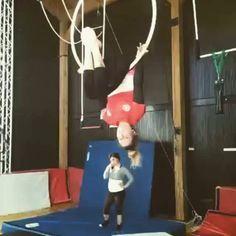 Sweet flip! #beastlybuilt #aerialacrobatics #aerialist #aerialhoop #aerialfitness #aerial #hoop #aerialistofig #lyra #aerialarts #aeriallyra #lyratrick #flip #strength #hoopdancing #acro #acrobatics #hooptricks #circus #circusartistcirque #circustraining #circuseverydamnday #Repost @elisa_arialhoop ・・・ Aerialhoop#training#allenamento#cerchio aereo#