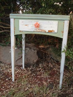 #upcycling Vintage Sewing Table #milkpaint