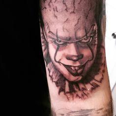Photo by (panda1116_love) on Instagram   #tattooideas #guyswithtattoos #tattooartist #blackandgreytattoo #it #ittheclown #ittattoo #blackandgreyrealism#shadingtattoo #pennywisetattoo#silverbackink#blackandgreyportrait #tattooed #tattooart #tattooshading #guyswithtats #guyswithink #clowntattoo #bngtattoo #bng #creepytattoo#horrortattoo Horror Tattoos, Creepy Tattoos, Pennywise Tattoo, Tattoo Shading, Clown Tattoo, Black And Grey Tattoos, Tattoos For Guys, Tattoo Artists, Portrait