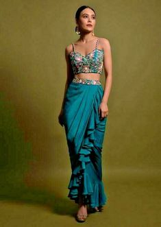 Dress Indian Style, Indian Fashion Dresses, Indian Designer Outfits, Pakistani Dresses, Mehendi Outfits, Indian Bridal Outfits, Bridal Dresses, Lehenga Designs, Saree Blouse Designs