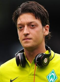 Mesut Ozil Transferred to Arsenal