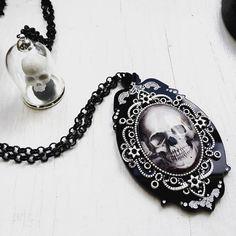 "Collier Gothique Curiology ""Skull Cameo"""