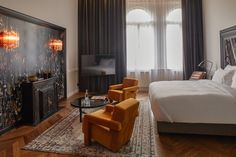 Guest at Hotel Collect can expect an elegant modernist luxury style with French influence combined with contemporary iconic objects and paintings. Round Marble Table, Roll Away Beds, Wicker Chairs, Modern Art Deco, Hotel S, Display Shelves, Retail Design, Budapest, Luxury Homes