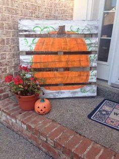 Pumpkin Pallet Porch Decoratio | 21 DIY Fall Door Decorations, see more at http://diyready.com/21-diy-fall-door-decorations-wreaths-door-hangers-more