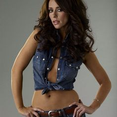 """#jenniferlovehewitt #bellybutton #bustygirls #sexy #hot #celebrities"""