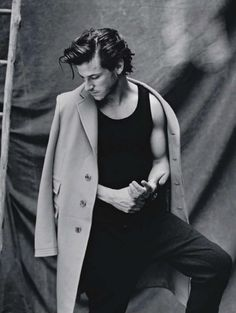 Coats. They have arms. As does Gaspard Ulliel; observe.