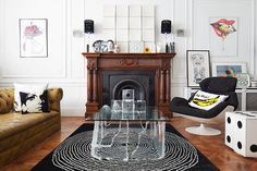 Jo Mead's seafront apartment in Hove covers half the ground floor of a converted Edwardian house. In the living room, with its expansive bay windows, high ceilings and original mouldings, pop art meets pomp. Seaside Apartment, Salon Style, Drawing Room, Front Rooms, Contemporary Furniture, Living Room Designs, Living Spaces, Edwardian House, Edwardian Style