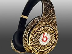 It is now the time to present Crystal Rocked's newest creation, Dr Dre's Beats Studio Headphones Swarovski Glamour series, encased with golden crystals all over. Beats Studio Headphones, Cute Headphones, Expensive Gifts, Most Expensive, Expensive Taste, Bling Bling, Cheap Beats, Beats By Dre, Luxe Life