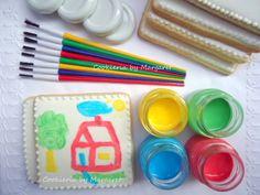 """Foto+ilustrativa+do+cookie+amanteigado+decorado+em+glacê+real+branco,+tipo+""""tela"""",+para+receber+pintura+com+tinta+comestível,+para+atividade+em+festa+infantil+ou+como+lembrancinha+de+aniversário.++Embalagem+em+saquinho+celofane.+Consulte+preços+com+opção+de+compra+para+pincéis+e+4+cores+de+tinta+comestível+em+vidrinhos/potinhos+plásticos+com+tampa+ou+para+canetas+com+tinta+comestível+em+4+cores."""