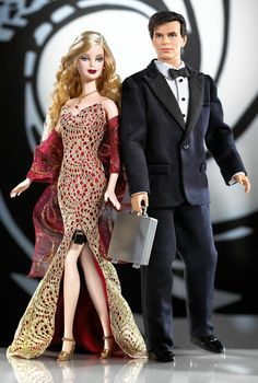 Looking for the James Bond 007 Ken and Barbie Giftset? Immerse yourself in Barbie history by visiting the official Barbie Signature Gallery today! Barbie Und Ken, Barbie Blog, Barbie I, Barbie World, Barbie Clothes, Barbie Style, James Bond, Barbie Celebrity, Mattel