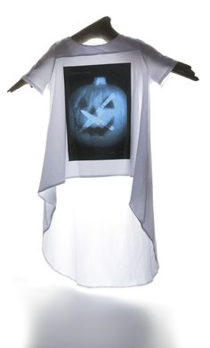Girls who like to play celebrate Halloween Day ! Tee Online, Play, Halloween, Celebrities, Tees, Girls, How To Wear, Shopping, Women