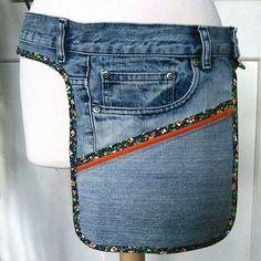 Belt bag made of slightly too big jeans Hip Purse, Hip Bag, Diy Jeans, Jean Crafts, Denim Crafts, Artisanats Denim, Jean Diy, Sacs Tote Bags, Denim Ideas