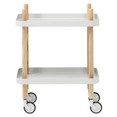 Tanskalaisen Simon Legaldin suunnittelema Block sopii tarjoiluvaunuksi, sivupöydäksi tai vaikka makuuhuoneeseen yöpöydäksi. Normann Copenhagenin monikäyttöinen pikkupöytä on saanut alleen pyörät, joten pöydän liikuttelu sujuu tarvittaessa helposti tilasta toiseen.