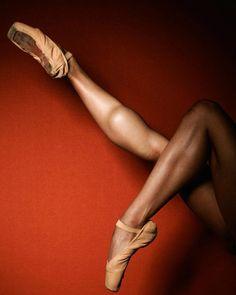 Photo credits to @pickledthoughts  #liveonpointe #quotestoliveby #worldwideballet #eternalballet #theballetscene #theballetspace #igdpostme #gaynorminden #loveofdance #globaldance #fdfeatureme #featuremebeyou_ballet #dpss_ #dancehall #ballet_a #sherlybelliard #shoutoutsforballerinas #dancenationcomps #dancing_by_the_day #dancingthroughinsta #dancersofig #dancerspassionn @gaynorgirls #dancers_in_training #dancerofthedayentry #balletclub #balletforeveryone #ig_dancers_page #balletgr...