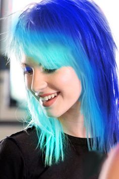 Teal and blue...Is this photoshopped? Because i'm pretty sure that is Hayley Williams