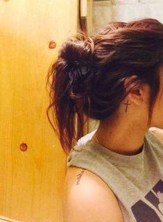 Pictures of cross tattoos behind the ear – Tattoo 2020 Mom Tattoos, Trendy Tattoos, Future Tattoos, Small Tattoos, Tattoos For Guys, Sleeve Tattoos, Cross Tattoos For Women, Piercing Tattoo, Piercings