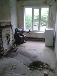 badkamer - tijdens het strippen - zicht vanuit het toilet - tussenschotten weg