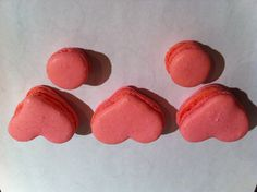 Valentine's macarons Red Macarons, Valentines, Cookies, Sweet, Desserts, Food, Valantine Day, Tailgate Desserts, Biscuits