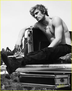 """Oh, Alex Pettyfer, how I wish you were playing Jace Wayland in """"The Mortal Instruments"""" movies..."""