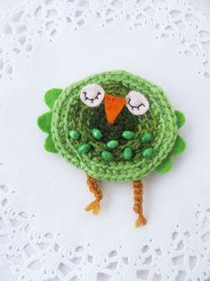 Viikonloppuna syntyi muutama pöllöinen-rintakoru .              Pöllöt on n. 8 cm korkeita. Virkattuja ja lisänä huopaa ja helmiä. :)   Yk... Crochet Earrings, Birds, Diy Crafts, Jewelry, Owls, Crocheting, Spool Knitting, Finger Crochet, Craft Work