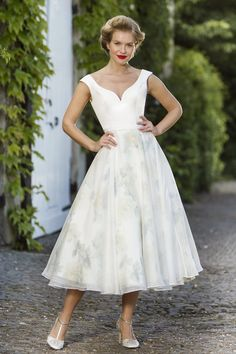 View our range of affordable tea length wedding dresses from Brighton Belle. Featuring vintage style short bridal gowns & unique retro t-length wedding dresses. 1950s Style Wedding Dresses, Belle Wedding Dresses, Short Wedding Gowns, Tea Length Wedding Dress, Tea Length Dresses, Wedding Dress Shopping, 50s Dresses, Designer Wedding Dresses, Bridal Dresses