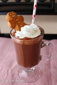 Creative hot chocolate recipes | Gingerbread hot chocolate at Lovin the Oven