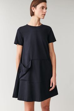 Find new ways to lounge effortlessly with our leisurewear collection for women at COS. Crafted for comfort, discover our latest dresses, hoodies and joggers. Latest Dress, Navy Dress, Cotton Dresses, Warm Weather, Your Style, Cashmere, Women Wear, Short Sleeves, High Neck Dress