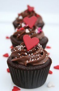 Having a wedding and need some cupcakes to dress up your dessert table? Here are some great cupcakes just for you! Love Cupcakes, Yummy Cupcakes, Heart Cupcakes, Baking Cupcakes, Sweetie Cupcakes, Decorated Cupcakes, Cupcakes Decorating, Butter Cupcakes, Decorating Ideas