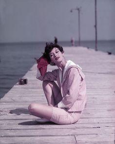 Barbara-Mullen-on-the-Boardwalk-St.-Tropez-1957.jpg (500×623)